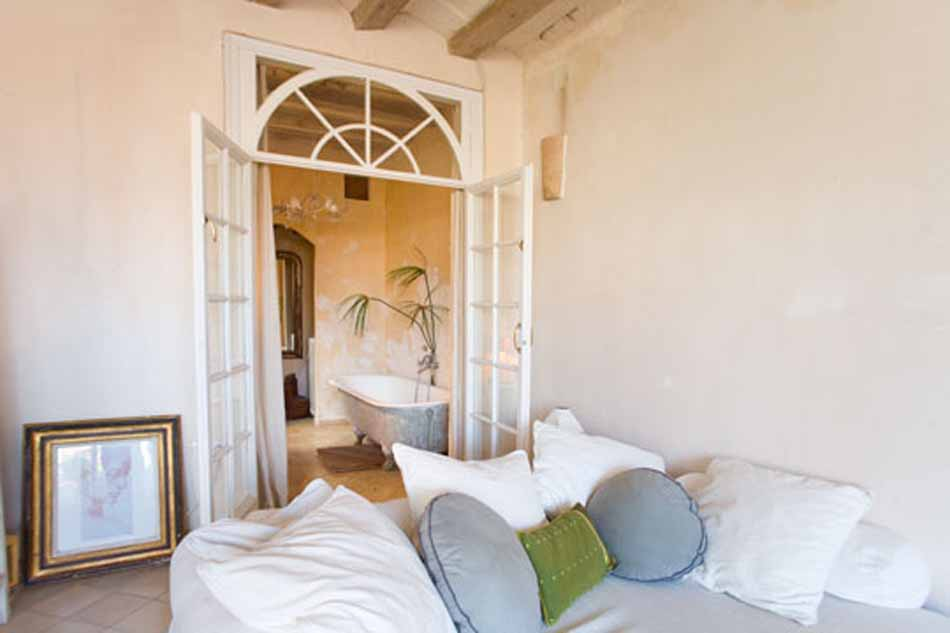 1 Bedroom furnished apartment with terrace for rent in Barcelona Gothico