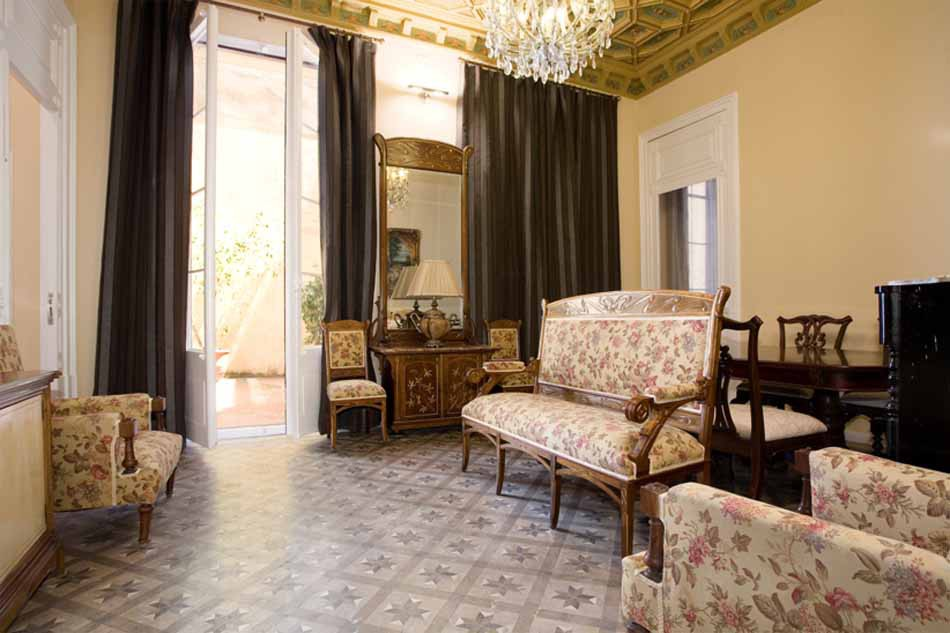 Luxury furnished apartment for rent in the Gothic Quarter of Barcelona