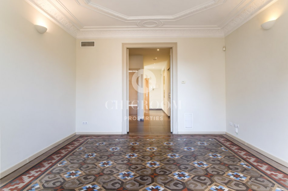 Long term unfurnished apartment for rent in Barcelona Eixample