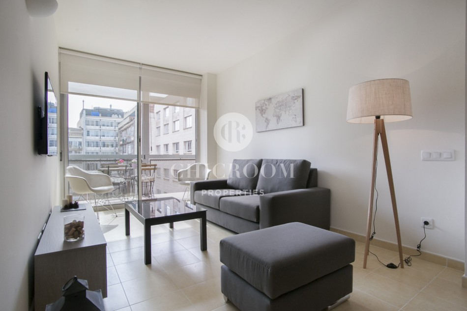 Unfurnished apartment for rent with pool in Barcelona Eixample