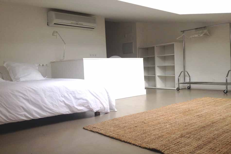 Furnished 1 bedroom rooftop apartment for rent in Sarria