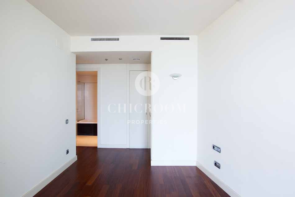 Unfurnished 3 bedroom flat for rent in Diagonal Mar