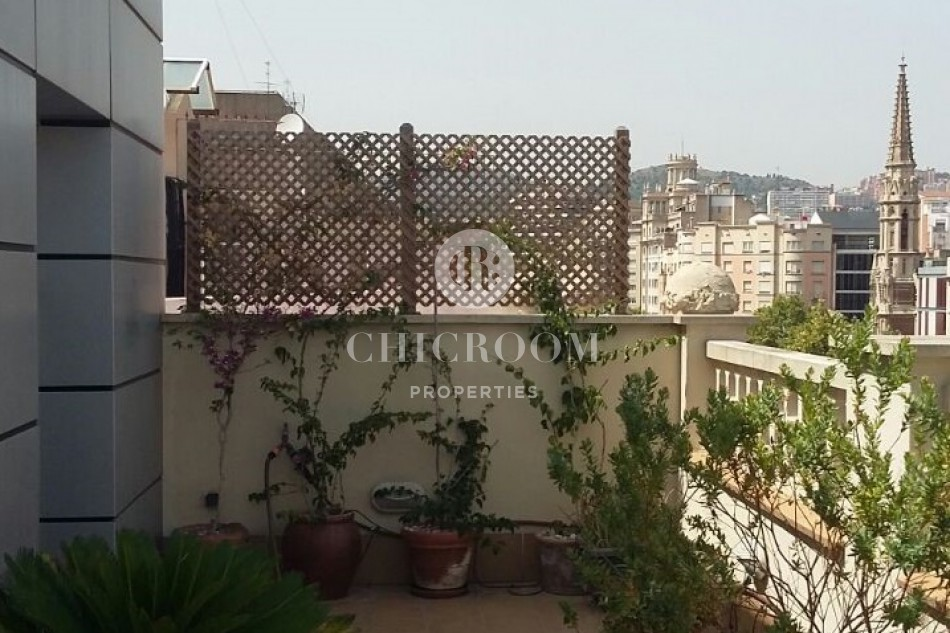 3 Bedroom furnished penthouse for rent in Eixample