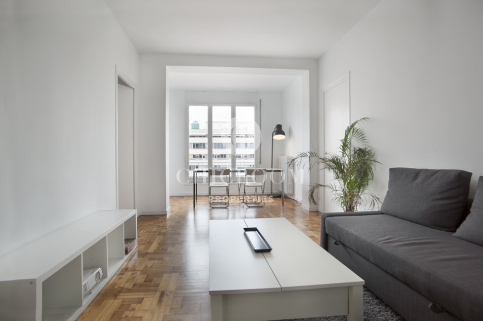 Unfurnished 3 bedroom apartment for rent in eixample for 3 bedrooms apartments for rent