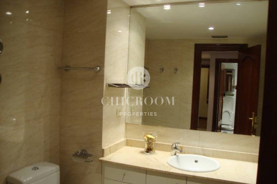 4 bedroom furnished apartment for rent with wifi in Eixample