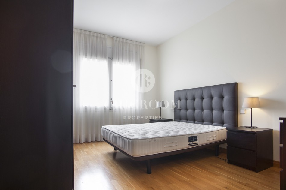 Furnished 170sqm 4 bedrooms apartment with terrace for rent in Barcelona