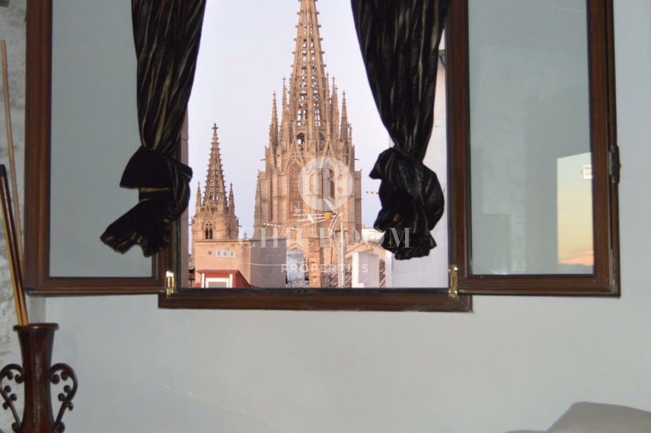 1 bedroom furnished flat for rent in the gothic district