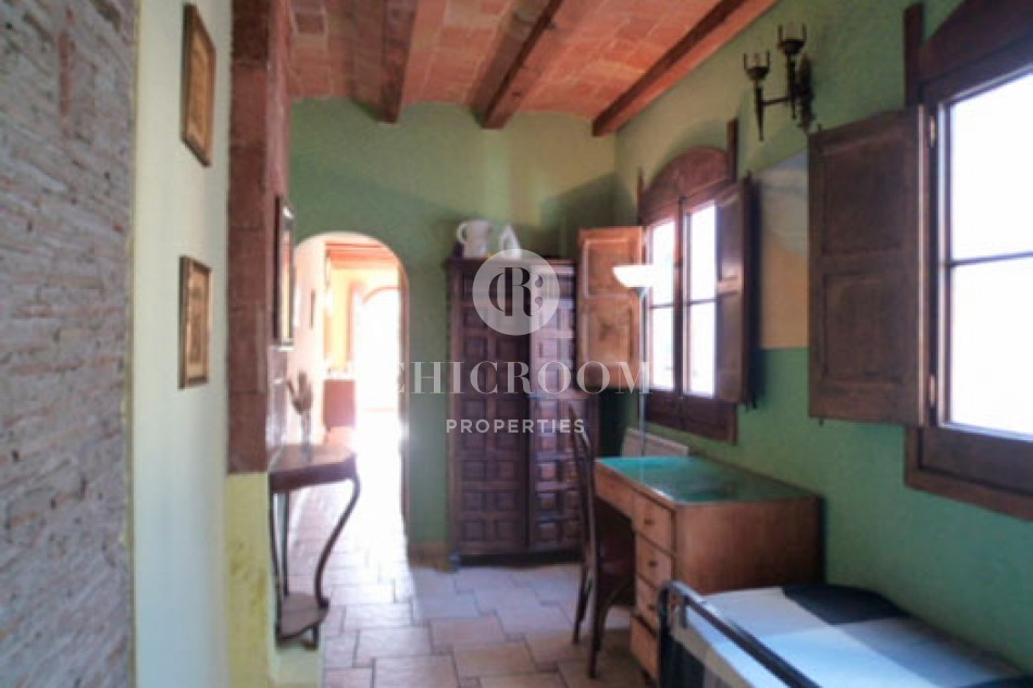 furnished 1 bedroom apartment for rent with views in gothic district