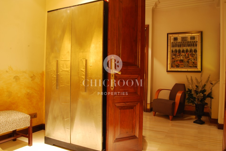 Furnished 4 bedroom flat for rent Eixample