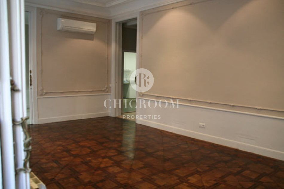 4 Bedroom apartment for rent terrace Eixample