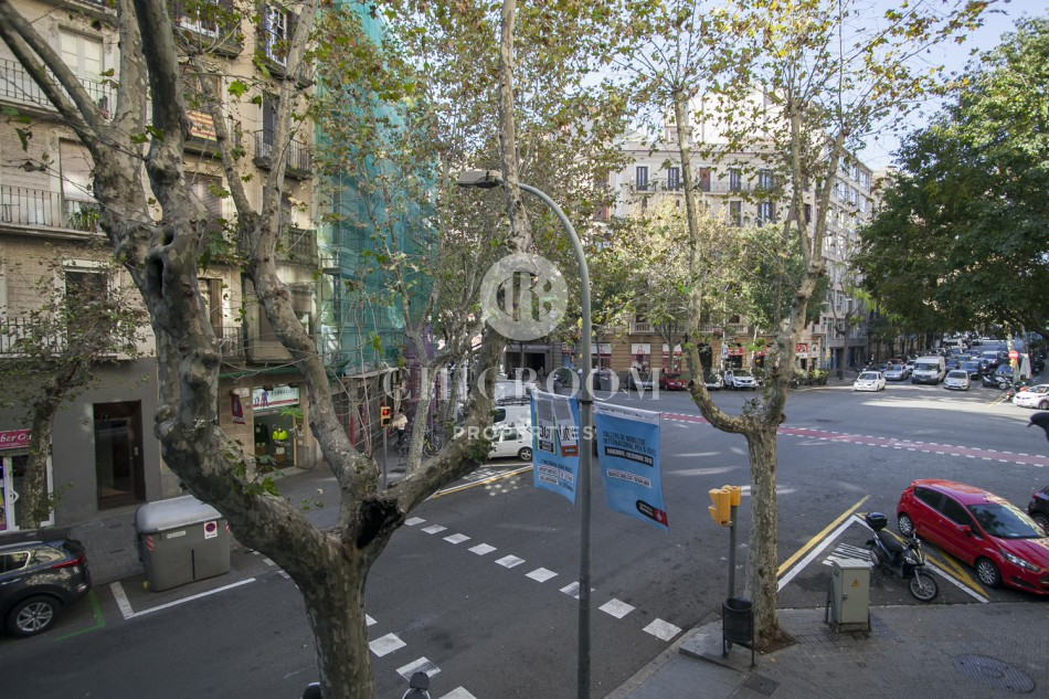 Furnished 4 bedroom apartment rental Eixample