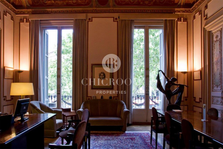 Luxury apartment with terrace for sale in Barcelona Eixample