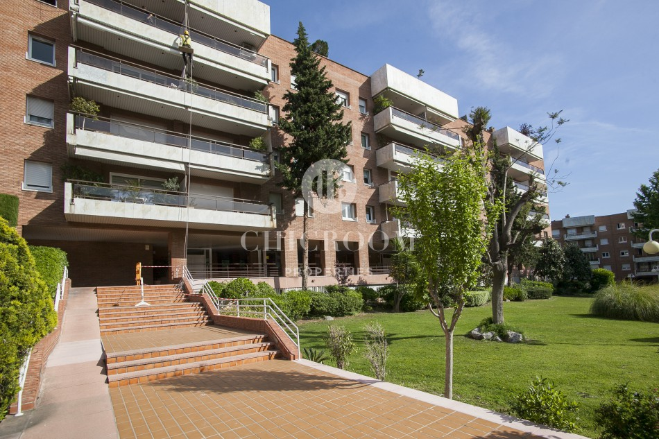 Unfurnished 3 bedroom apartment for rent Pedralbes