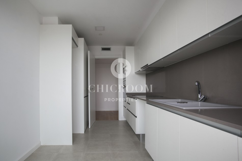 three bedroom unfurnished apartment for rent with terrace in poblenou
