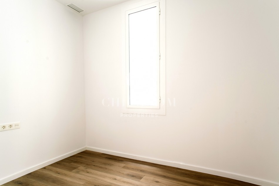 Unique three bedroom apartment to rent unfurnished in  Eixample