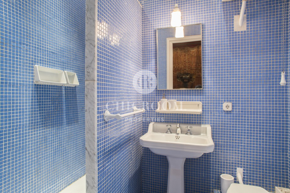 Furnished 3-bedroom flat for rent near Plaza Catalunya