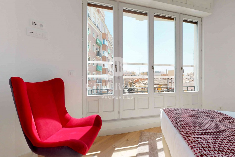 Designer 2-bedroom apartment for rent in Madrid centre