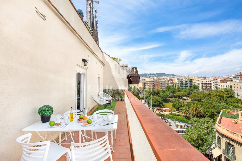 3 bedroom penthouse apartment with a terrace 1 minute from Sagrada Familia