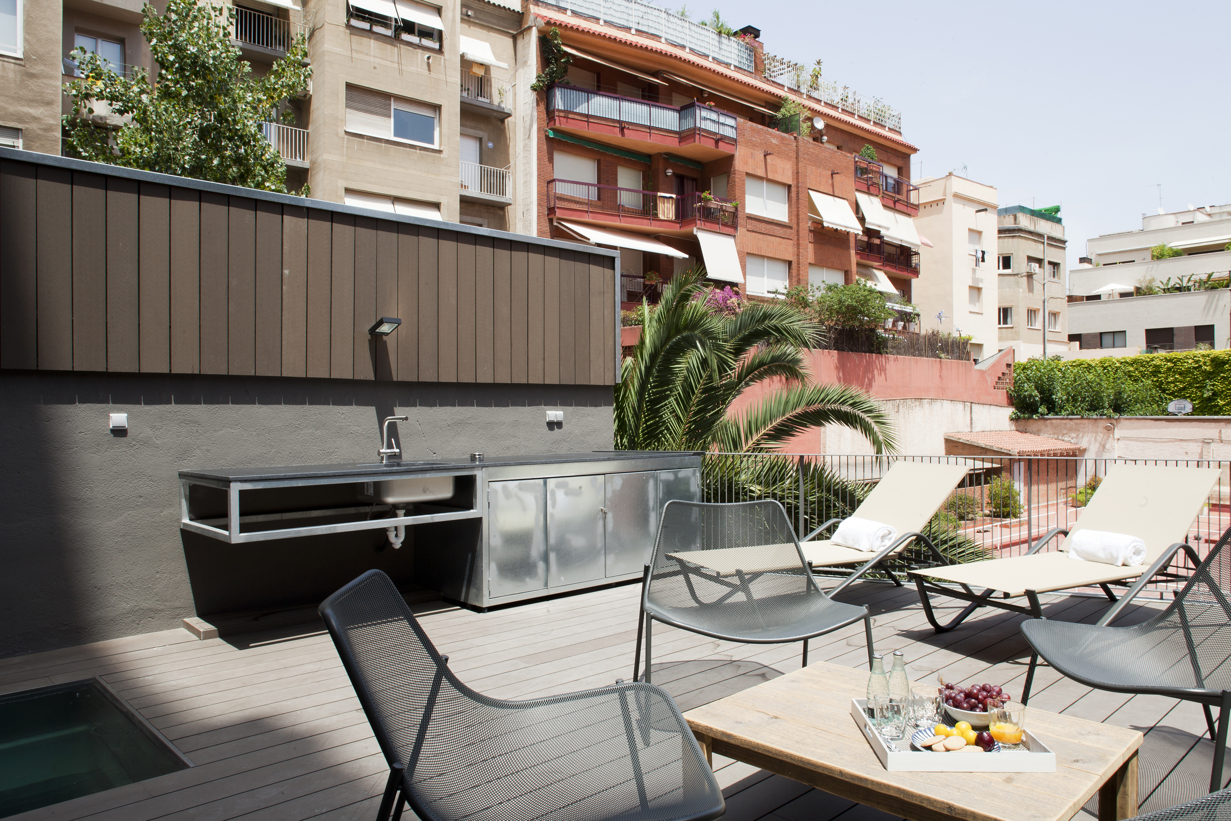 Furnished loft for rent in sarria with terrace for Loft terrasse