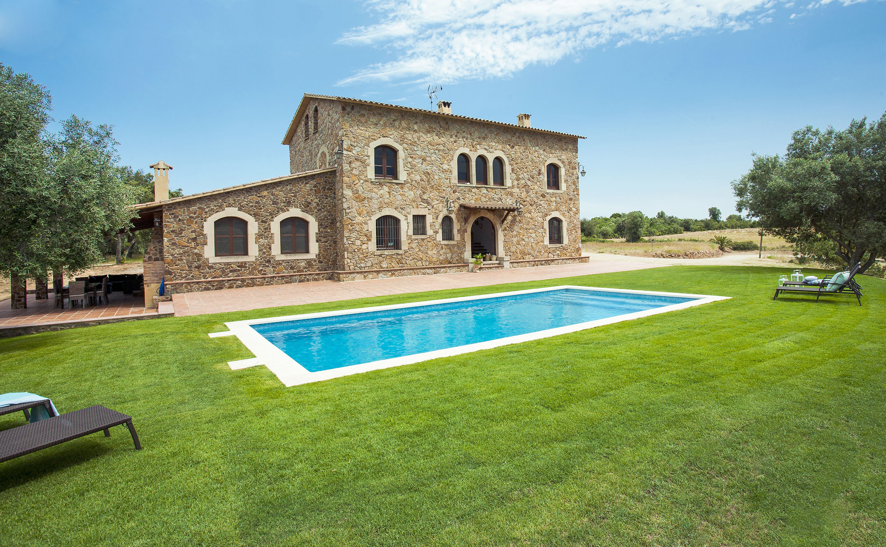 House for rent with pool on the costa brava - Houses with swimming pools for rent ...