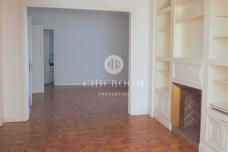 5 bedroom apartment for sale in barcelona sant gervasi for Five bedroom apartments